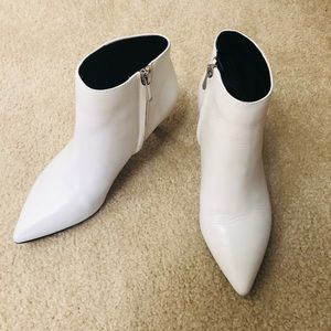 ❤️Kinzey Kitten Heel pointed toe ankle bootie